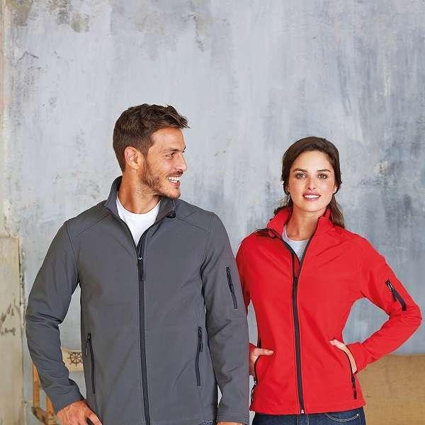 Giacche softshell, una giacca da lavoro con manovrabilità e protezione adeguata